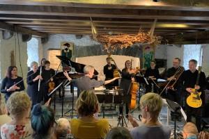 A Cello's Song at the Centre