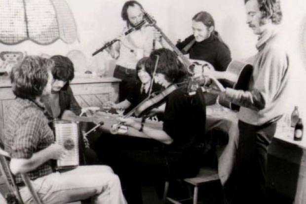 The group Seachtar, 1974