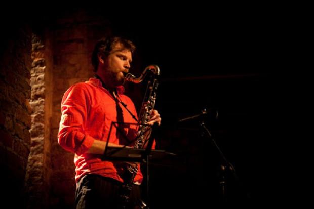 Live Reviews: Trihornophone